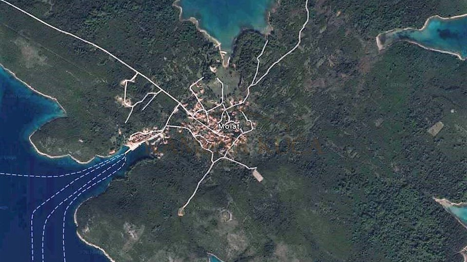 MOLAT - zemljište 100m od mora, pogodno za veće investicije!