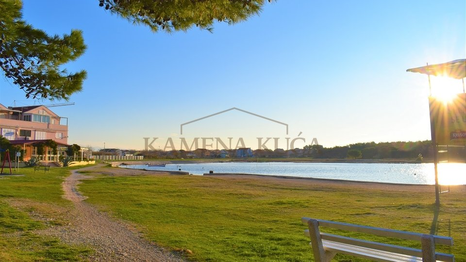 PRIVLAKA - VERY ATTRACTIVE LOCATION, 100M FROM SEA, WITH SEA VIEW!