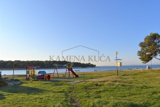 PRIVLAKA - BUILDING LAND 550 M AWAY FROM SEA