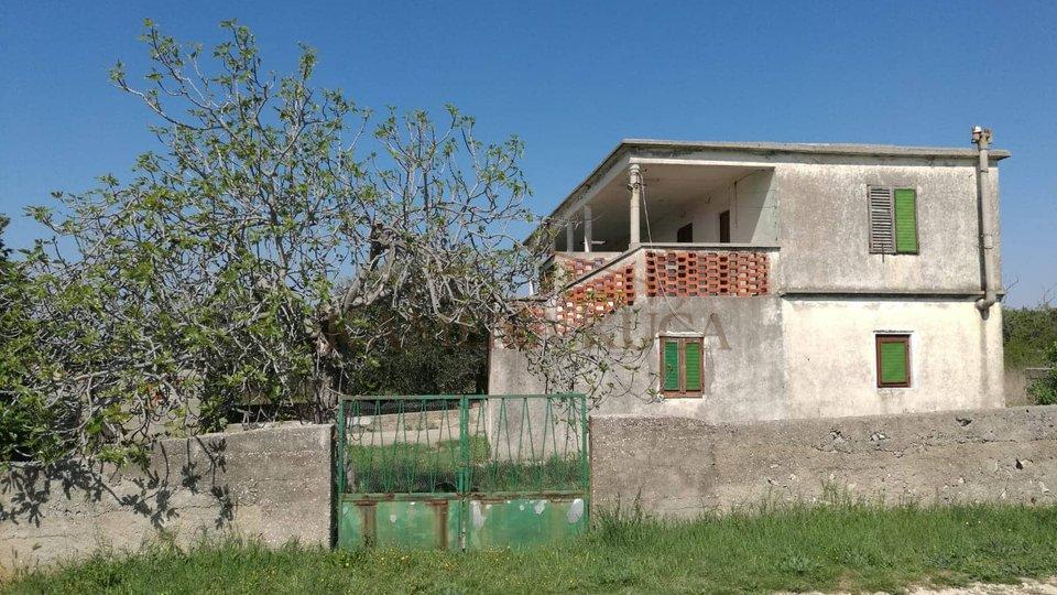 Kuća u Vrsima kod Zadra