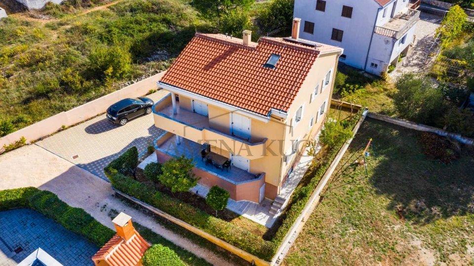 Zu verkaufen ein wunderschoenes Haus mit Meerblick an bester Lage von Zadar!