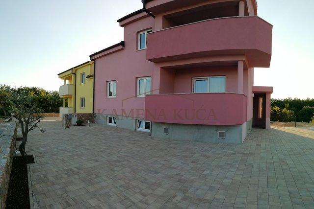 Starigrad - nacionalni park Paklenica, Kuća sa 3 apartmana,