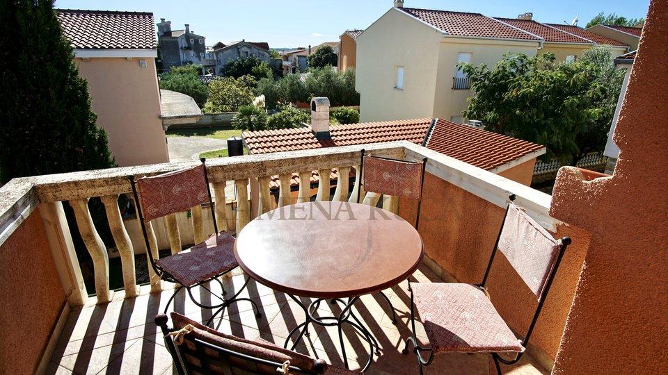 Gelegenheit! Haus mit 2 Wohnungen + Appartement *180m vom Meer *Vrsi