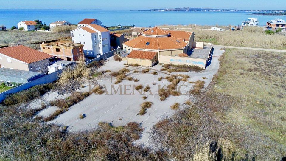 Unikatna prilika za investitore! Građ. zemljište + gosp. zgrada + stamb. zgrada!!!